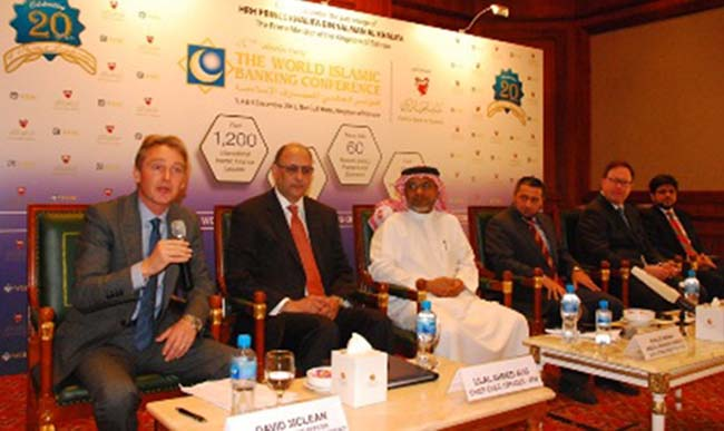Panel-addressing-the-conference-main