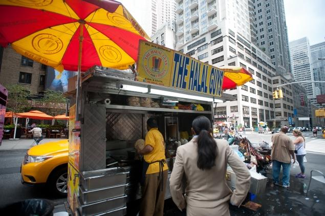 The stand is popular destination in the tri-state area, especially among Desis—people of South Asian descent. Image: JOHN TAGGART FOR NEW YORK DAILY