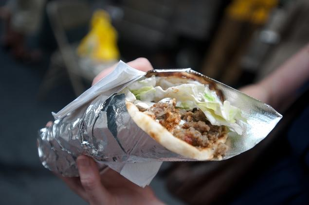 The Halal Guys are known for their gyros and rice platters, which have stayed around $6 for the past 23 years. Image:OHN TAGGART FOR NEW YORK DAILY