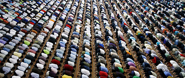 Muslims-praying-in-the-direction-of-qibla
